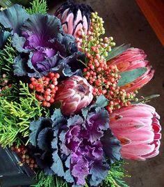 Fall floral arrangement via www.kathy-prettyi...