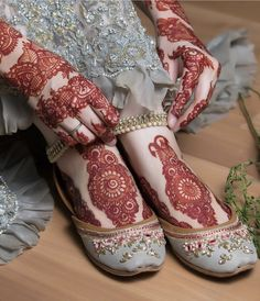 Wedding Ceremony Mehandi Designs For Hands And Feets Henna Hand Designs, Mehandi Designs, Mehndi Designs Feet, Legs Mehndi Design, Stylish Mehndi Designs, Mehndi Design Photos, Wedding Mehndi Designs, Arabic Henna Designs, Beautiful Mehndi Design