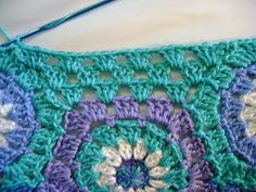 How to :: Fill the edge gap in hexagon patterns   #crochet #tip  ✿Teresa Restegui http://www.pinterest.com/teretegui/✿