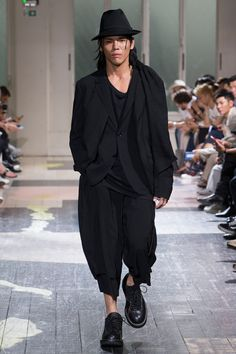 Yohji Yamamoto Spring 2018 Menswear Fashion Show Collection
