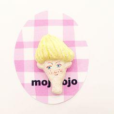 【NEW】mojojojo/女の子ブローチ(ブロンドショート)
