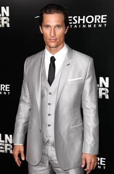 2006 Tx Hall of Fame Honoree, Matthew McConaughey is a sleek silver suit!