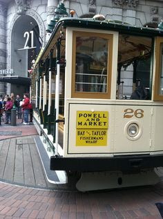 628ab091898 San Francisco cable car turning around at the end of its route on Market  and Powell