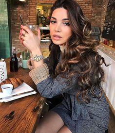 negin mirsalehi outfits Gorgeous Negin Mirsalehi with shiny unfastened curls coiffure. Loose Curls Hairstyles, Cool Hairstyles, Hair Inspo, Hair Inspiration, Pinterest Hair, Brunette Hair, Dark Brunette, Great Hair, Hair Highlights