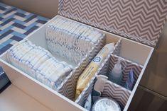 Caixa super prática e linda para os itens de higiene do Bebê.  Espaço pra fraldas, pomadas, cotonetes, algodão e etc...    E depois a caixa ainda será útil!    Cores podem ser alteradas
