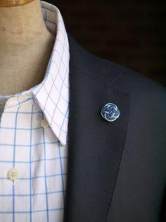 組紐 結びLapel pin  「 Almost blue 」 Japanese Kimono, Minne, Cufflinks, Costumes, Fashion, Moda, Dress Up Clothes, Fashion Styles, Fancy Dress