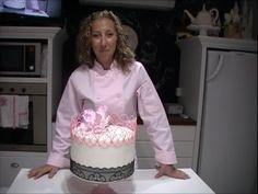 Este tutorial nos enseña a trabajar con glasé Desarrollando la técnica de hilos en el Aire. Esencial para toda Cake Design LINK como preparar Glasé Real http...