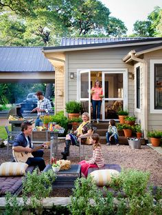 Tour: An Open-Space Cottage Makeover Outdoor Living - like the easy-care gravel patio, lined with stacked limestone to provide additional seating.Outdoor Living - like the easy-care gravel patio, lined with stacked limestone to provide additional seating. Patio Edging, Pea Gravel Patio, Backyard Patio, Backyard Landscaping, Cement Patio, Flagstone Patio, Wood Patio, Patio Table, Diy Patio