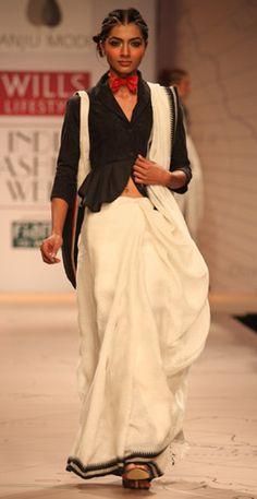 Anju Modi Indian Dresses, Indian Outfits, Saree Blouse Designs, Blouse Patterns, Indian Blouse, Lakme Fashion Week, Indian Designer Outfits, Indian Couture, Saree Dress