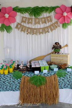 Luau Birthday Party food table and decorations Hawaii Birthday Party, Moana Birthday Party Theme, Luau Theme Party, Moana Themed Party, Hawaiian Luau Party, Hawaiin Party Food, Teen Birthday Parties, 4th Birthday, Birthday Ideas