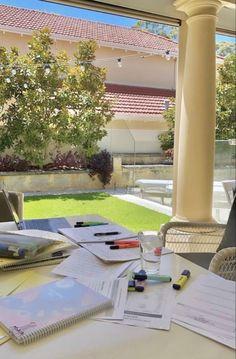 Home Study, Study Desk, Work Motivation, School Motivation, Study Inspiration, Motivation Inspiration, College Aesthetic, Study Techniques, Polaroid Photos