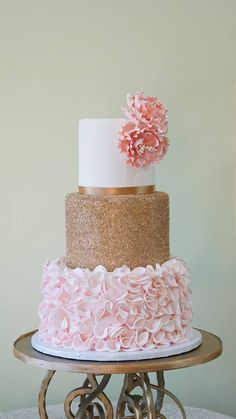 Thematic Quinceanera Cakes Pink & Gold QuinceaneraBest Season: spring and summerColors: shades and hints of pink and goldIn one word: chic!Pink & Gold QuinceaneraBest Season: spring and summerColors: shades and hints of pink and goldIn one word: chic! Pretty Cakes, Beautiful Cakes, Sweet 16 Cupcakes, Sweet 15 Cakes, Sweet 16 Birthday Cake, Birthday Cakes, Girl Birthday, Gold Birthday Cake, Sweet Sixteen Cakes