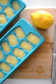 You must make these Detoxifying Immune Boosting Lemon Ice Cubes that pack a big nutritional punch. They are so simple to toss into most anything! Healthy Fruits, Healthy Snacks, Healthy Eating, Healthy Recipes, Healthy Drinks, Healthy Tips, Lemon Ice Cubes, Lemon And Ginger Detox, Lemon Benefits