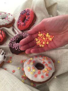 We love donuts!  #glutenfree #glutenfreebaking #glutenfreerecipes #glutenfreecookies #glutenfreebread #glutenfreecake  #glutenfreecakes #glutenfrei #glutenfreibacken #zöliakie Glutenfree Bread, Doughnut, Donuts, Board, Desserts, Gluten Free Flour, Recipies, Frost Donuts, Tailgate Desserts