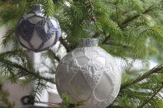 Patronen voor het omhaken van kerstballen, klein & groot Christmas Bulbs, Christmas Stuff, Groot, Seasons, Holiday Decor, Diy, Crochet Christmas, Home Decor, Decorations