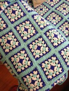 Transcendent Crochet a Solid Granny Square Ideas. Inconceivable Crochet a Solid Granny Square Ideas. Crochet Motifs, Granny Square Crochet Pattern, Crochet Squares, Crochet Blanket Patterns, Baby Blanket Crochet, Crochet Diy, Crochet Afgans, Vintage Crochet, Lingerie Crochet