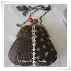 MONEDEROS CON BOQUILLA Frame Purse, Quilted Bag, Fabric Bags, Sewing Accessories, Handmade Bags, Diy Projects To Try, Purses And Bags, Coin Purse, Pouch