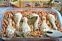 Куриные голени, запеченные с рисом и овощами  Это блюдо — палочка-выручалочка для тех хозяюшек, кто хочет быстро, вкусно и питательно накормить всю семью. Все используемые в рецепте продукты доступны и бюджетны. Попробуйте! #готовимдома #едимдома #кулинария #домашняяеда #обед #куриныеголени #рис #овощи #запеченные #легкоеблюдо #сытноивкусно #накормитьвсюсемью #запеченныеголени