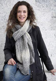 Strik et langt, vamset tørklæde i et meget populært mønster og bliv klar til at gå efteråret i møde.