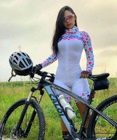 Sometimes people taking part in specific disciplines of cycling will purchase a specialized mtb, developed for the discipline. Road Bike Women, Bicycle Women, Bicycle Girl, Female Cyclist, Cycling Girls, Sporty Girls, Cycling Outfit, Athletic Women, Biker Girl