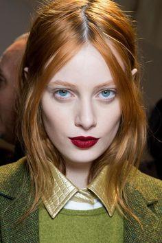 Rossetti scuri, come truccare viso e occhi con labbra dark? Ecco i migliori look