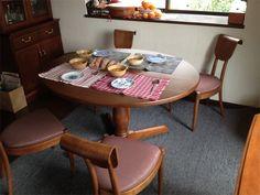 オリジナルデザインでオーダーを受けたラウンドテーブルが納品されました。  アンティーク風なデザインがお部屋にぴったりです。 まるで何十年も前からあったようにしっくりしてます。  本当のアンティークのラウンドテーブルになる日が訪れることが私どもの願いです。  #takayama #japan #日本 #高山 #craft #クラフト #日本製 #メイドインジャパン #meidinjapan #国産 #木工 #木製 #woodwork #woody #wooden #wood #table #テーブル #食卓 #アンティーク風 #likeaantique #roundtable #round #旋盤 #轆轤 #ろくろ #lathe #turningmachine #turned #円卓 #ラウンドテーブル #飛騨の家具 #furnitureofhida