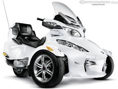 2011 Can-Am Spyder RT Limited First Look Picture 2 of 10 - Motorcycle USA