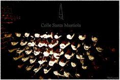 Zawsze odwiedzając winnice zwracam baczną uwagę na tradycje, które dużo powiedzieć mogą o jakości produkowanego wina, na ludzi, którzy to wino wytwarzają, czy też na coś charakterystycznego, co odróżnia daną winnicę od innych. Jest taka winnica, która ze względu na pewną tradycję ujęła mnie w całej swojej istocie. http://exumag.com/colle-santa-mustiola-czyli-2500-lat-tradycji/