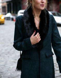 banana republic-szmaragdowo-zielono-czarno-rurami-coat-faux-fur-odpinany kołnierz-ołówek spódnicę-praca-wear-office-style-professional-women-fashion-blog-style-memorandum6