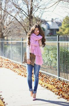 Outfit with a pink pop, even the shades!