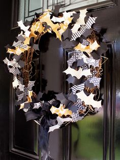 Batty Wreath - so cute! A great family activity! http://www.ivillage.com/diy-outdoor-halloween-decorations/7-a-546653