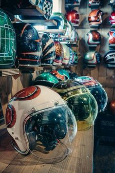 If I ever get bike. Cool Motorcycle Helmets, Motorcycle Style, Cool Motorcycles, Vintage Motorcycles, Motorcycle Accessories, Moped Helmets, Vespa Helmet, Retro Helmet, Vintage Helmet