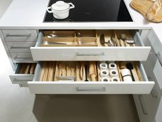 Modern organization in Lotus White by SieMatic.