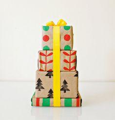 Creative Handmade Gift: homemade holiday gift wrap Gift Wrapping Ideas DIY Gift Tons of DIY gift ideas Diy Holiday Gifts, Holiday Crafts, Diy Gifts, Handmade Gifts, Holiday List, Holiday Fun, Creative Gift Wrapping, Creative Gifts, Wrapping Ideas