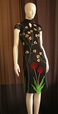 Crochet dress, adorable! With flower appliques...crochetmes3 crochetmestres