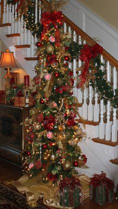 Love the wreath on the bannister. Skinny Christmas Tree, Christmas Stairs, Pencil Christmas Tree, Christmas Entryway, Merry Christmas, Christmas Scenes, Xmas Tree, All Things Christmas, Christmas Home