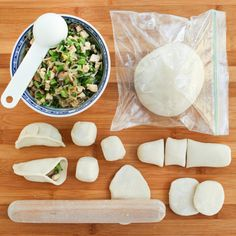 Tips for Making Asian Dumplings. 15 Essential Tips for making potstickers gyoza and other tasty Asian Dumplings. Raw Food Recipes, Asian Recipes, Dinner Recipes, Cooking Recipes, Asian Foods, Chinese Recipes, Party Recipes, Tea Recipes, Ninjas