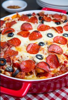A quick and easy pasta casserole with all of the flavours of a pepperoni pizza! Pepperoni Pizza Casserole Recipe, Pasta Casserole, Casserole Dishes, Casserole Recipes, Pizza Casserole Crockpot, Pizza Spaghetti Casserole, Pepperoni Pasta, Pizza Pasta Bake, Skillet Recipes