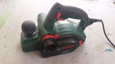 Loue Rabot électrique Bosch PHO2100 Caractéristiques : Puissance : 680 WRégime à…