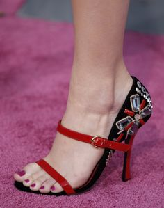 Emma-Stone-Feet! These shoes are ah-mazing!