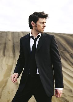 Karl Urban. KARL URBAN.  I almost thought this was David Tennant, which wouldn't have been bad. But you know, Karl Urban doesn't get nearly as much Pinterest love as Tennant!!  :D