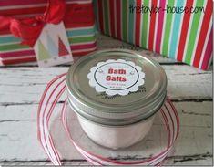 DIY Gift: Peppermint Bath Salts {25 Days to an Organized Christmas}