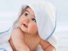 Mit einem halben Jahr sind Babys bereit für mehr als nur Milch - jetzt ist endlich Brei-Zeit! Wir haben für Dich eine tolle Auswahl zusammengestellt! Alle Rezepte werden Schritt für Schritt erklärt. Wetten, dass da selbst Mama und Papa das Wasser im Mund zusammen läuft?