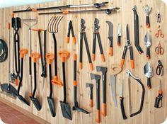 Fiskars garden tools Trenger hageredskaper, spesielt spader og river, har rosesaks..