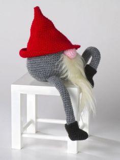 Pattern in Swedish. Crochet Christmas Gifts, Christmas Elf, Crochet Gifts, Crochet Dolls, Knit Crochet, Christmas Crafts, Fairy Garden Accessories, Craft Show Ideas, Crochet Animals