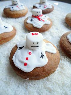 It's beginning to look a lot like Christmas of daar kunnen we in ieder geval zelf aan bijdragen met deze gesmolten sneeuwpop koekjes!…