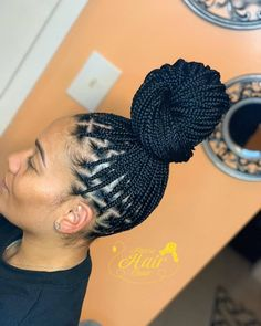 Preferred by many due to their light weight and pain free nature, here's exactly why you should ditch box braids for knotless braids in Read all about the type of hair used, price, maintenance and more. - Knotless box braids: Everything you need to know Black Girl Braids, Braids For Black Hair, Girls Braids, Braided Hairstyles For Black Women, African Braids Hairstyles, Girl Hairstyles, Braided Ponytail Hairstyles, Protective Hairstyles, Protective Styles