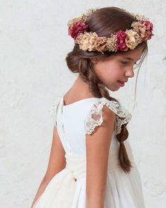 Tocados para niña comunión 1 Girl, First Communion, Sanya, Beauty Photography, Flower Girl Dresses, Bows, Celebrities, Wedding Dresses, Hair Styles