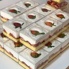 by.boramm - julieterbang Dessert Packaging, Bakery Packaging, Cute Desserts, Dessert Recipes, Think Food, Cafe Food, Aesthetic Food, Food Cravings, Food To Make