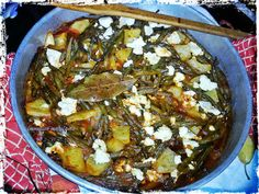 Οι λιχουδιές της Μαριφάνης: Φασολάκια στο φούρνο σαν...μπριάμ!! Meat, Chicken, Recipes, Food, Meals, Yemek, Recipies, Buffalo Chicken, Eten